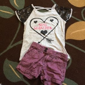 Other - Girls outfit size small or 6/7 shorts and shirt